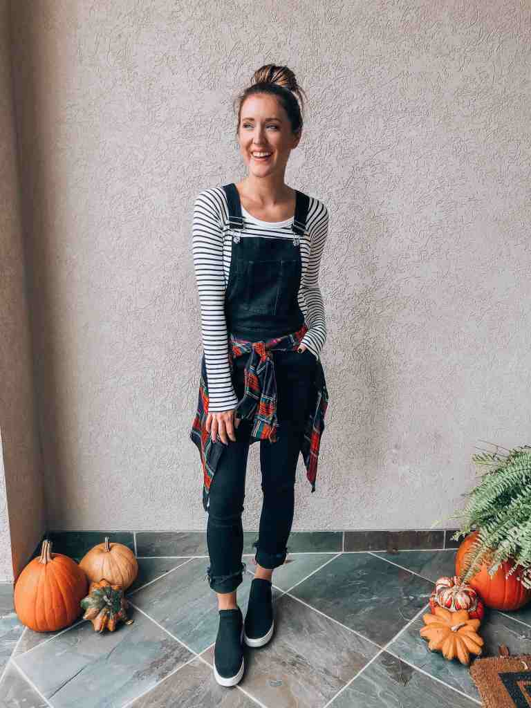 Shelbi from itsallchictome.com shows us how to style slim black overalls by mixing patterns.