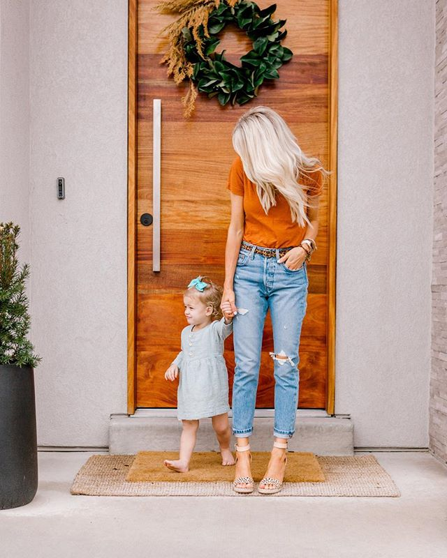 Kailee blogs about motherhood, beauty, and style