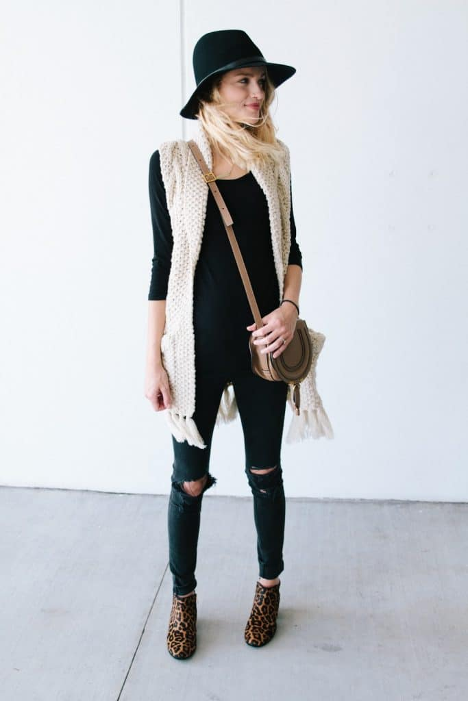 Style leopard booties the way Taylor Morgan from Little Blond Book does.