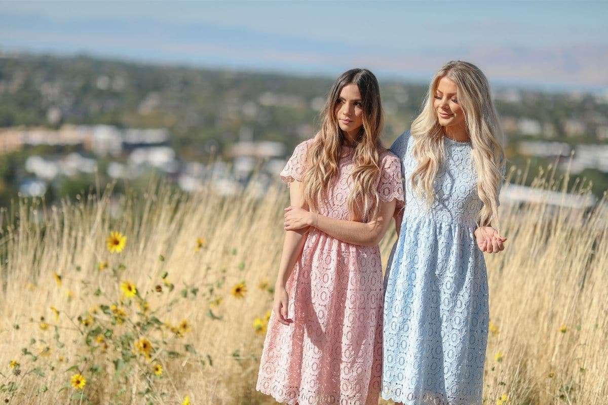 2 girls wearing dresses from Jen Clothing. One is pink and the other is a light blue color