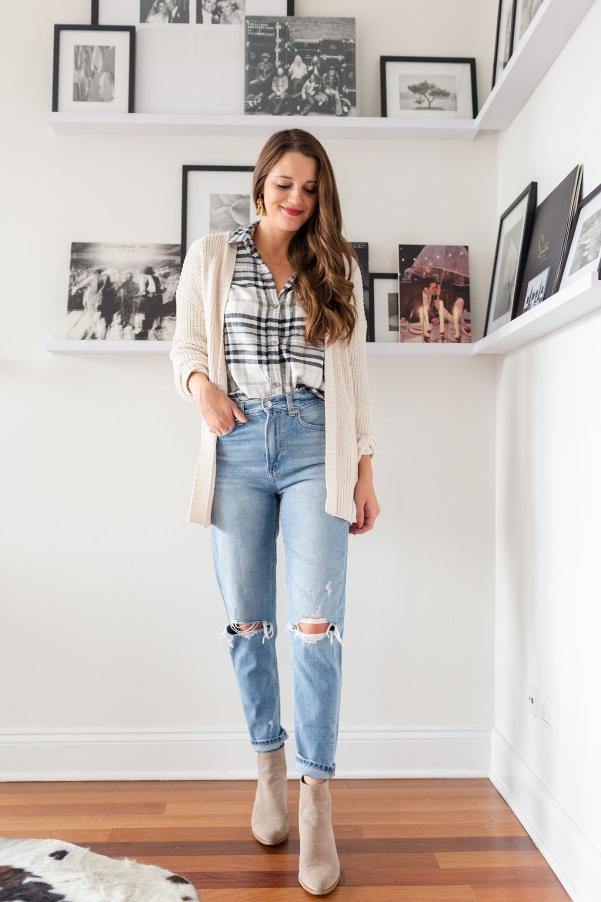 outfit that styles a cardigan with mom jeans