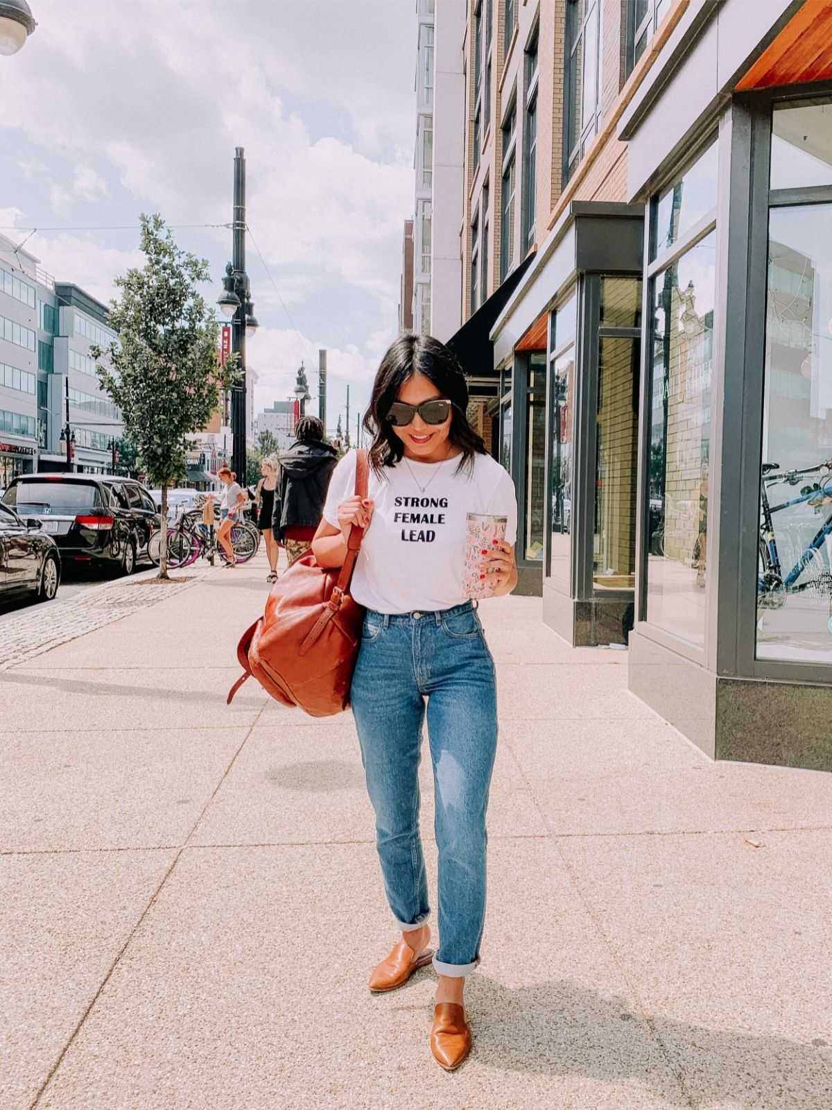 styling mom jeans with a graphic tee