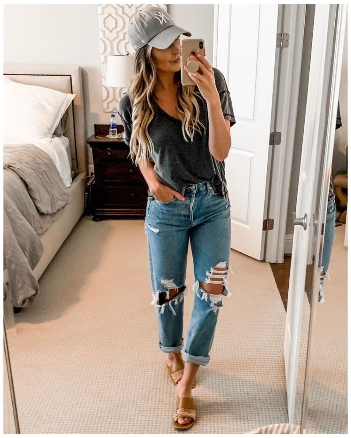 style mom jeans with a loose t shirt