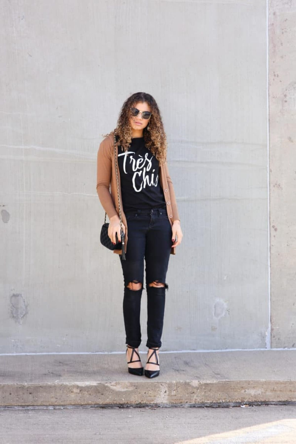 wear graphic tee with black jeans