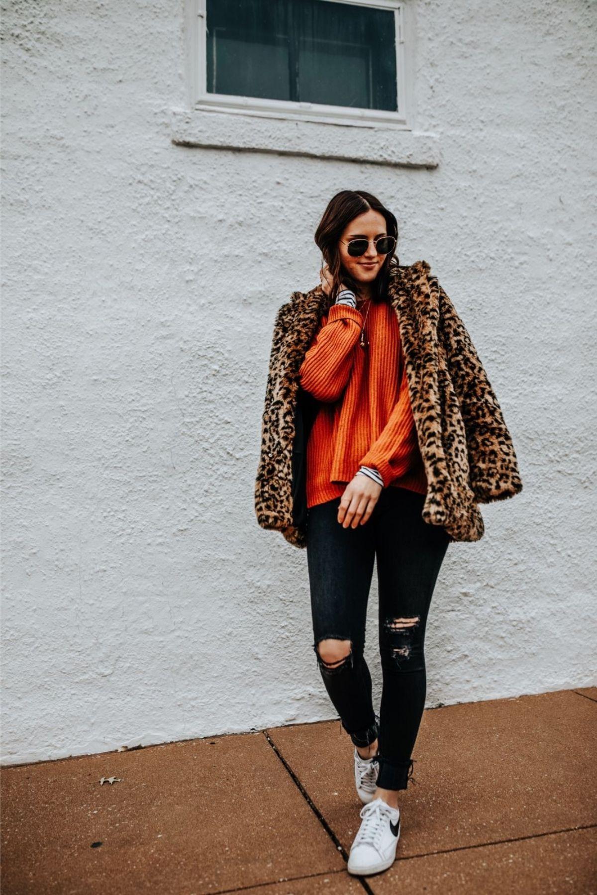 wear leopard with black pants